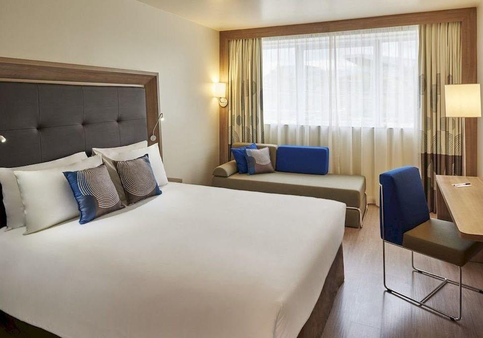 sofa property Suite Bedroom condominium cottage