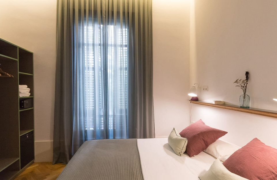 property Bedroom Suite curtain condominium cottage lamp flat