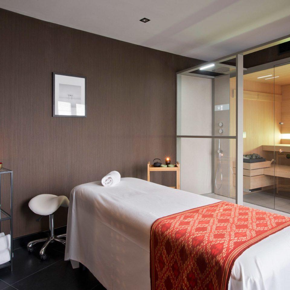 sofa property Suite Bedroom condominium cottage flat