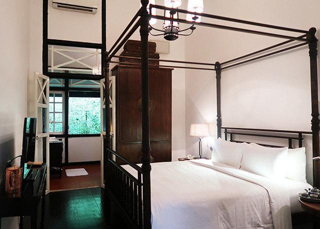 Bedroom property home Suite cottage loft condominium