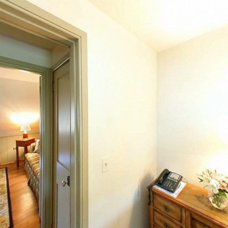 property home Suite condominium cottage Bedroom living room