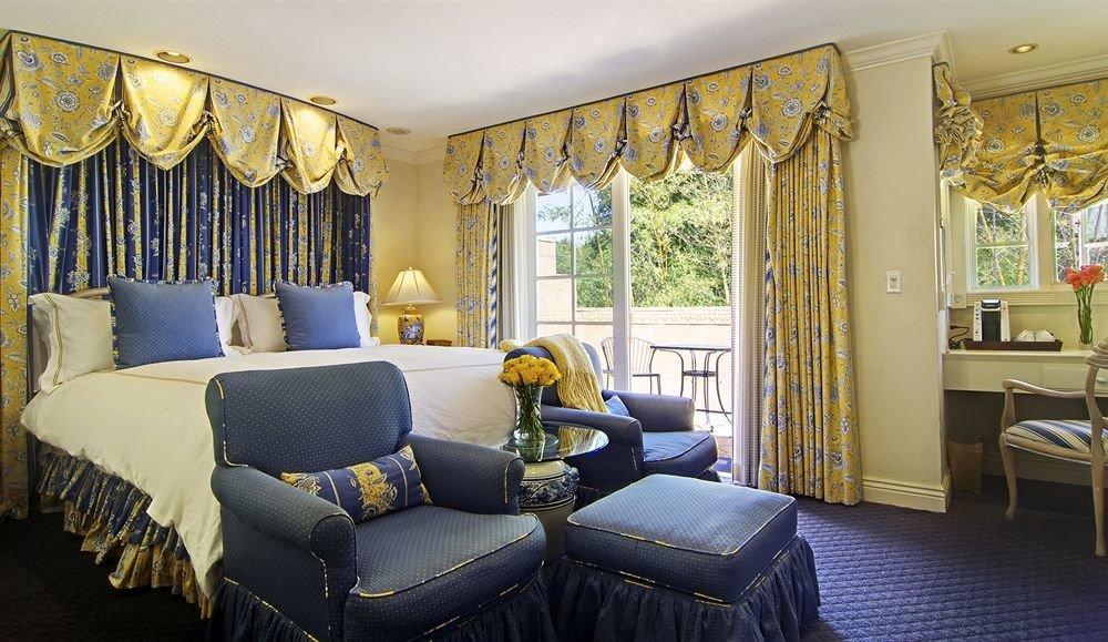 sofa property living room home Suite cottage condominium Bedroom