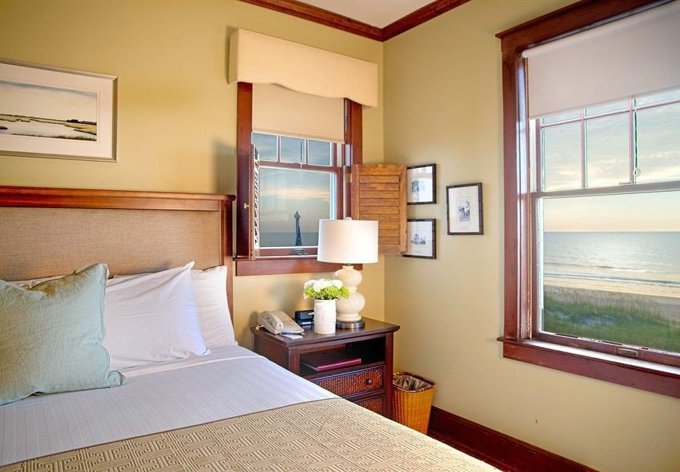 property Bedroom home cottage condominium Suite living room