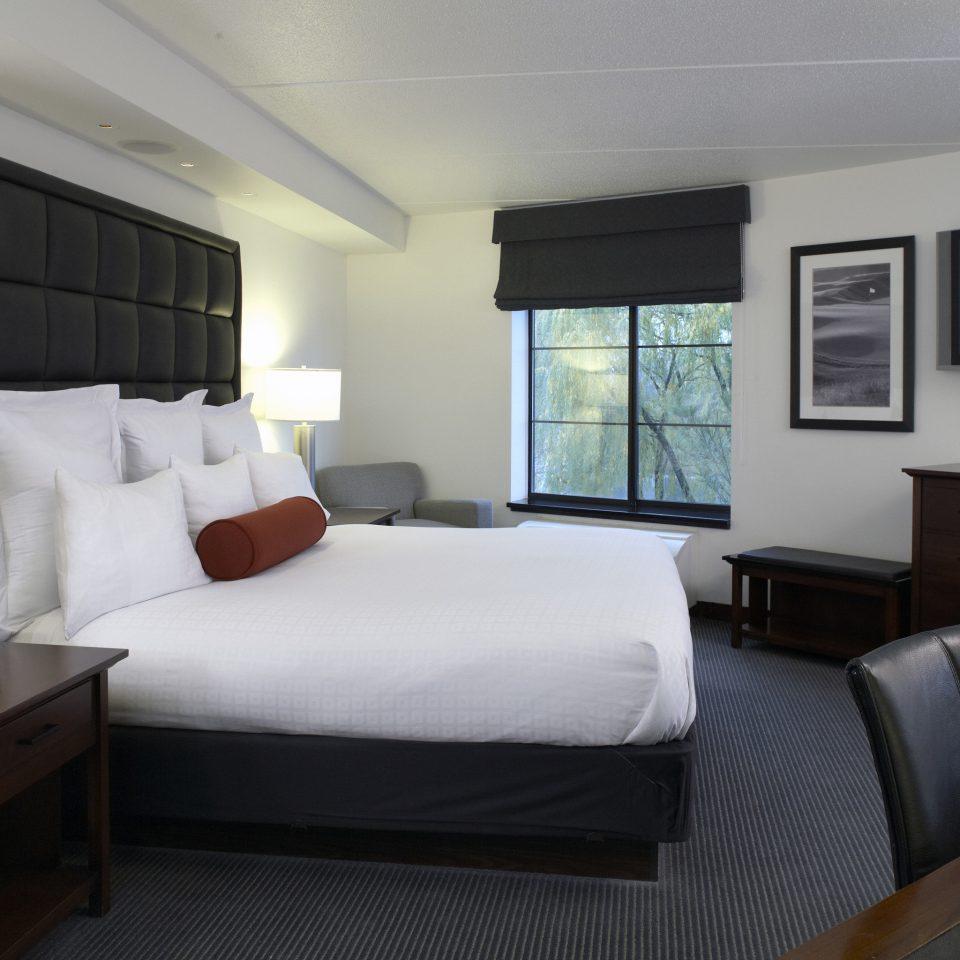sofa Bedroom property Suite cottage vehicle yacht condominium flat