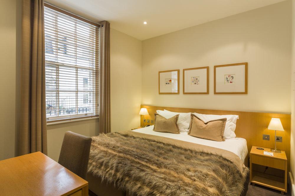 Bedroom property Suite home living room cottage condominium