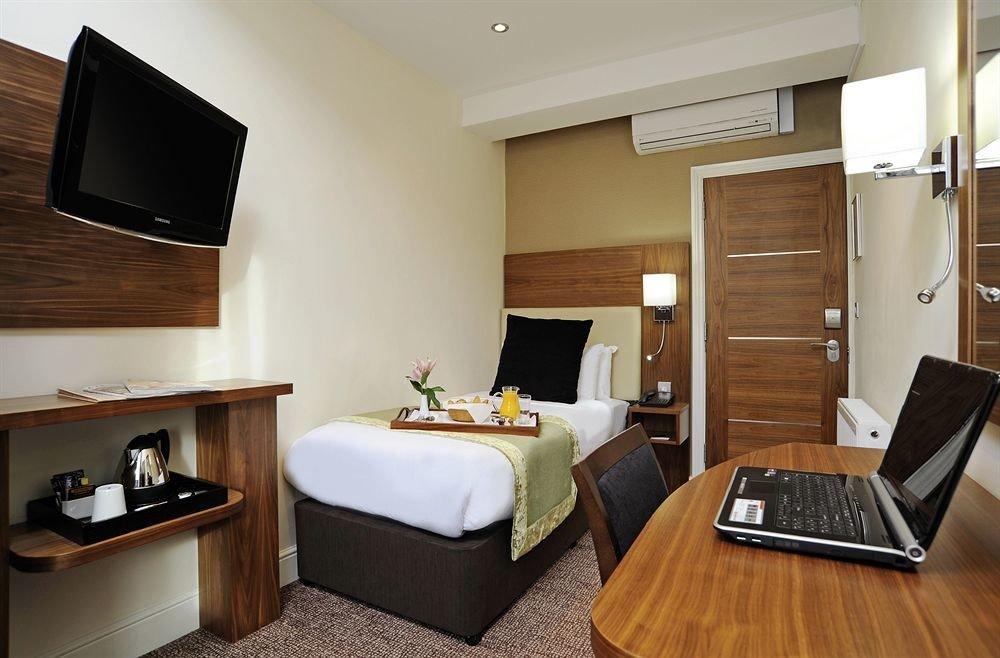 property Suite cottage home Bedroom condominium living room