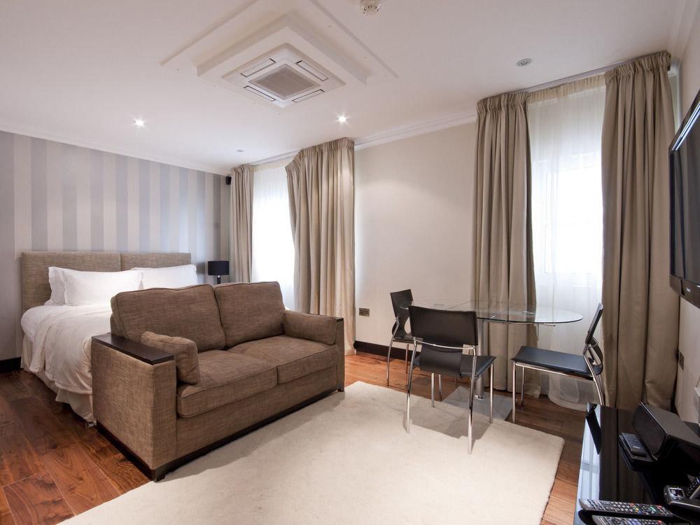 property living room condominium Suite home cottage Bedroom hard