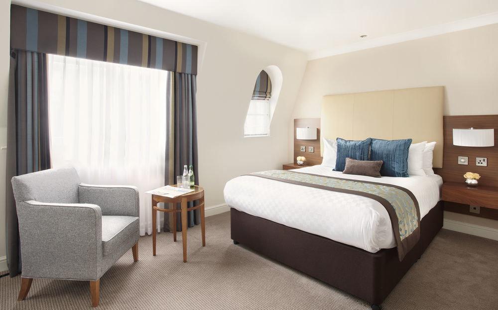 Bedroom property Suite condominium cottage living room