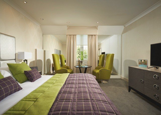 property green Bedroom Suite condominium living room cottage