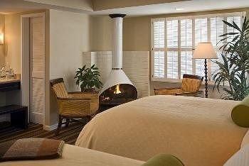 sofa property Bedroom condominium Suite home cottage living room