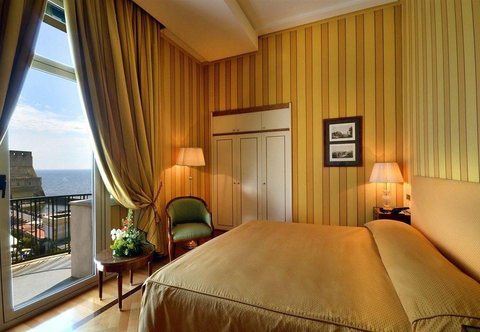 property Bedroom curtain Suite home cottage condominium lamp