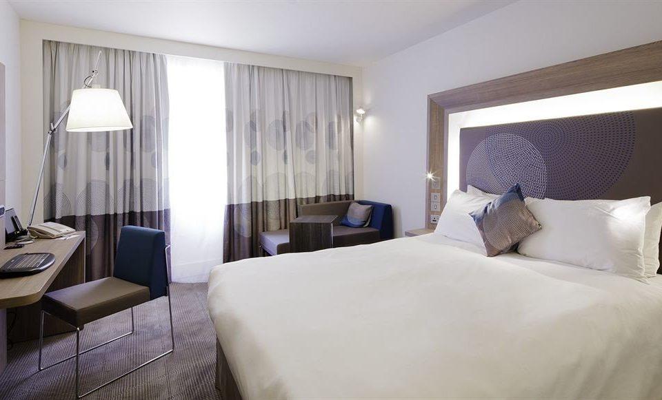 sofa Bedroom property Suite scene white cottage pillow condominium lamp