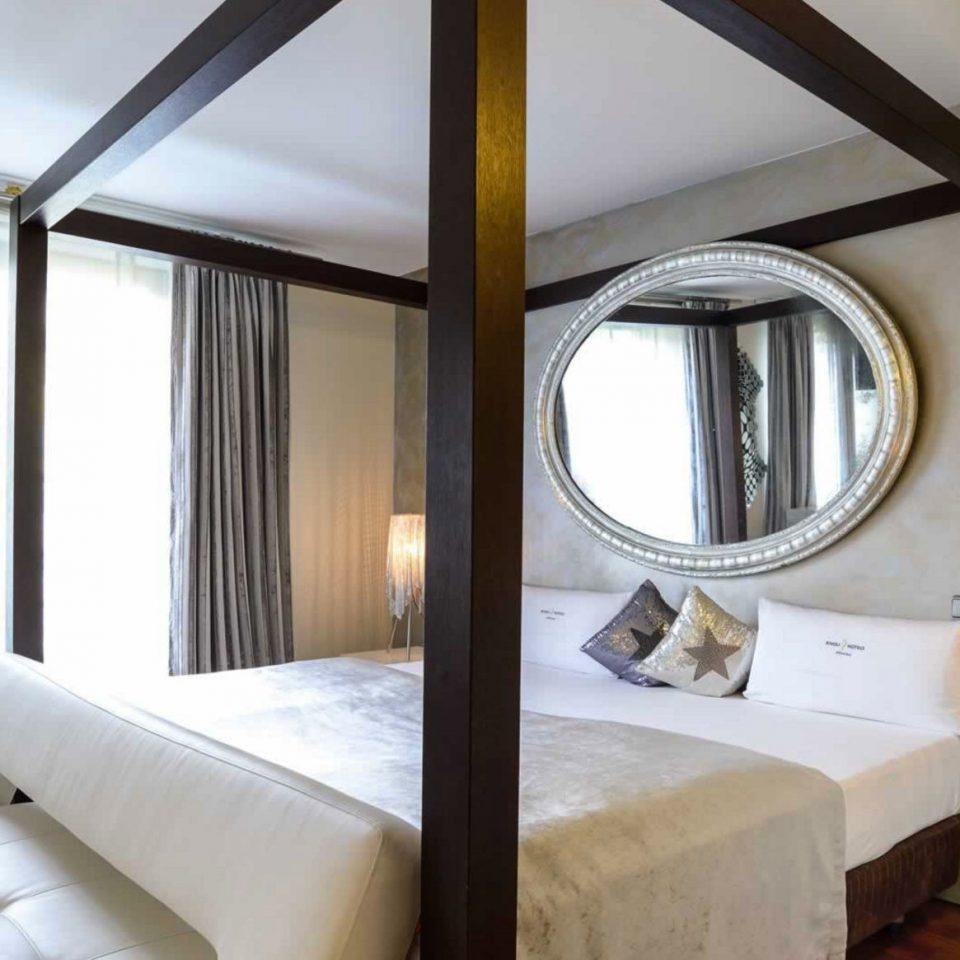 property Suite home cottage white Bedroom condominium