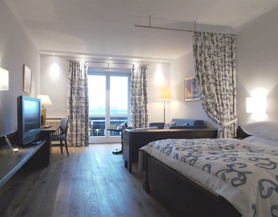 property Bedroom condominium Suite cottage living room
