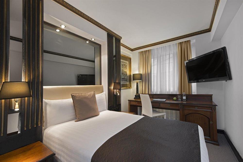 Bedroom property Suite condominium living room cottage yacht