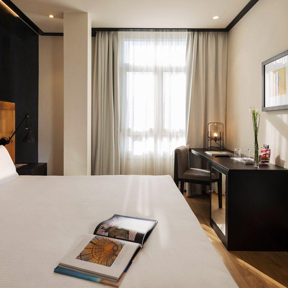 property Suite home cottage living room condominium Bedroom