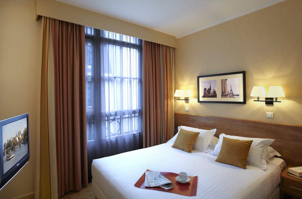 property Bedroom Suite home cottage condominium living room flat