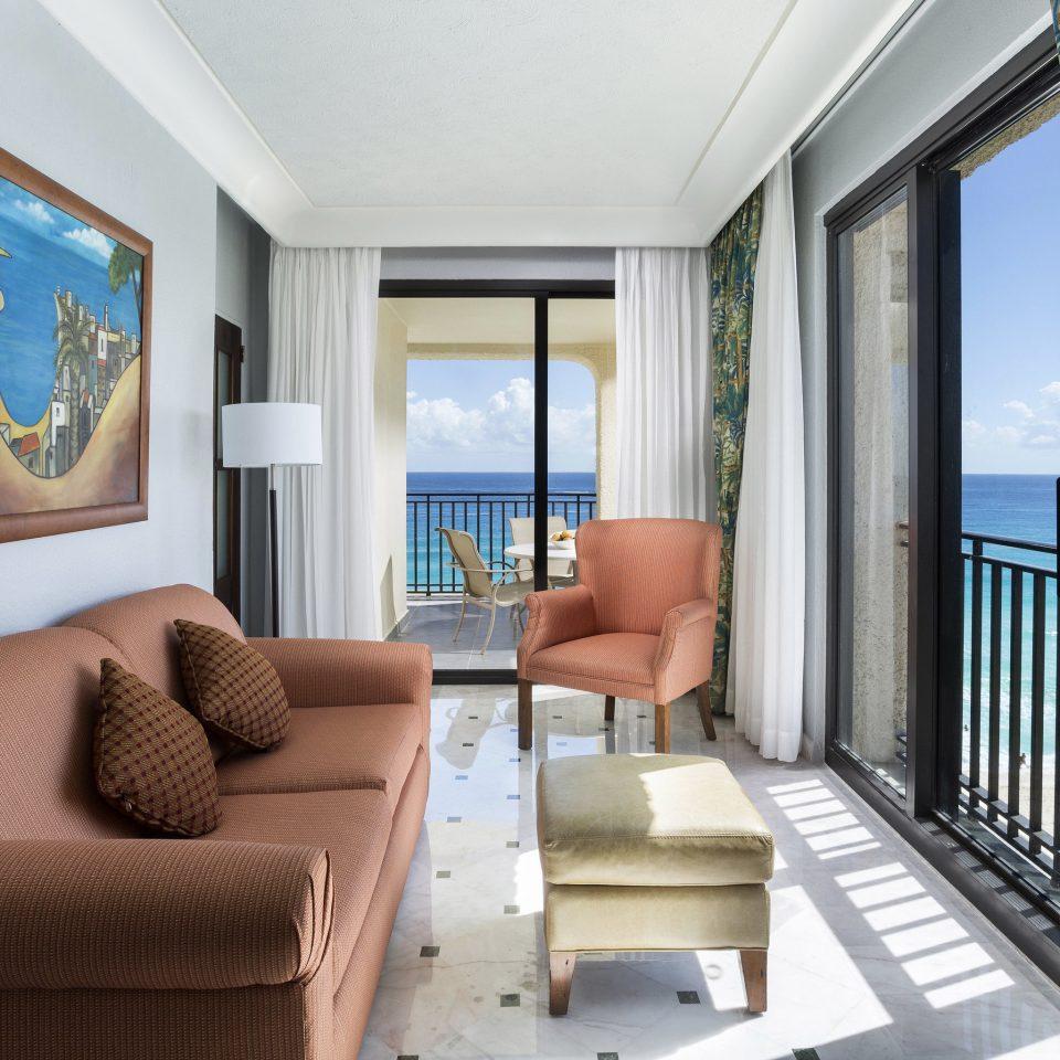 sofa property living room condominium home Suite cottage Bedroom