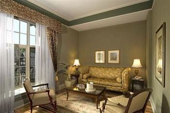 sofa property living room condominium cottage Suite Bedroom flat