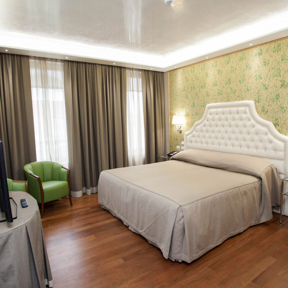property Bedroom Suite green cottage condominium hard