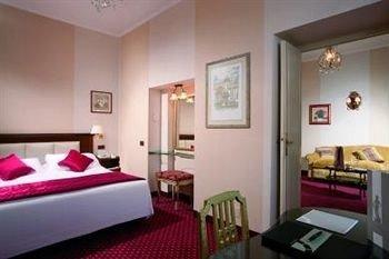 red property Suite condominium cottage Bedroom