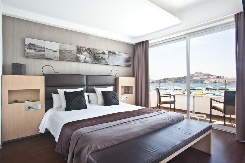 property Bedroom living room condominium home Suite cottage