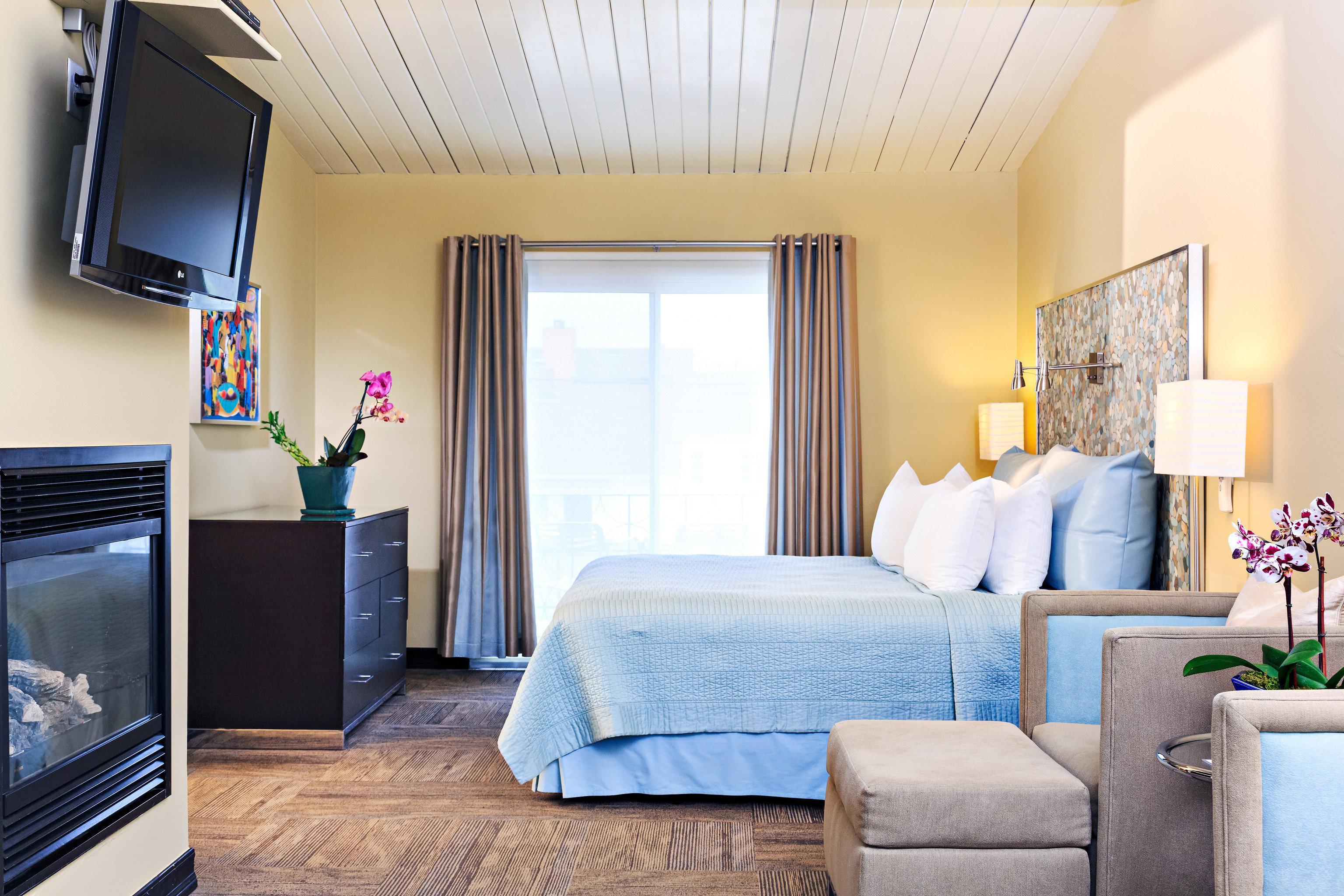 sofa property living room Suite home Bedroom cottage condominium