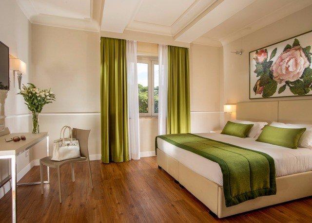 sofa property green Bedroom Suite living room hardwood home condominium cottage wood flooring hard