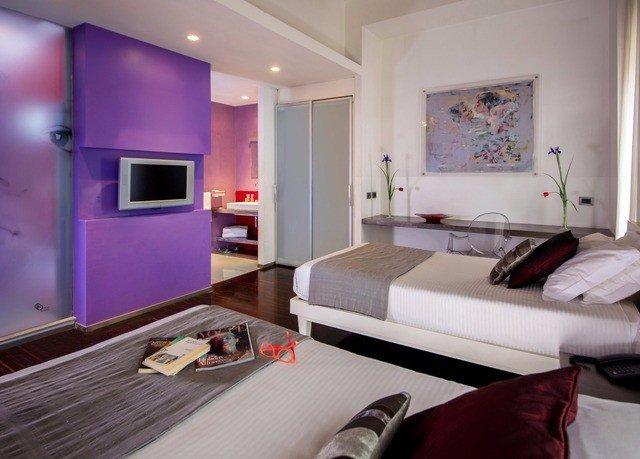 property Bedroom living room Suite home cottage condominium