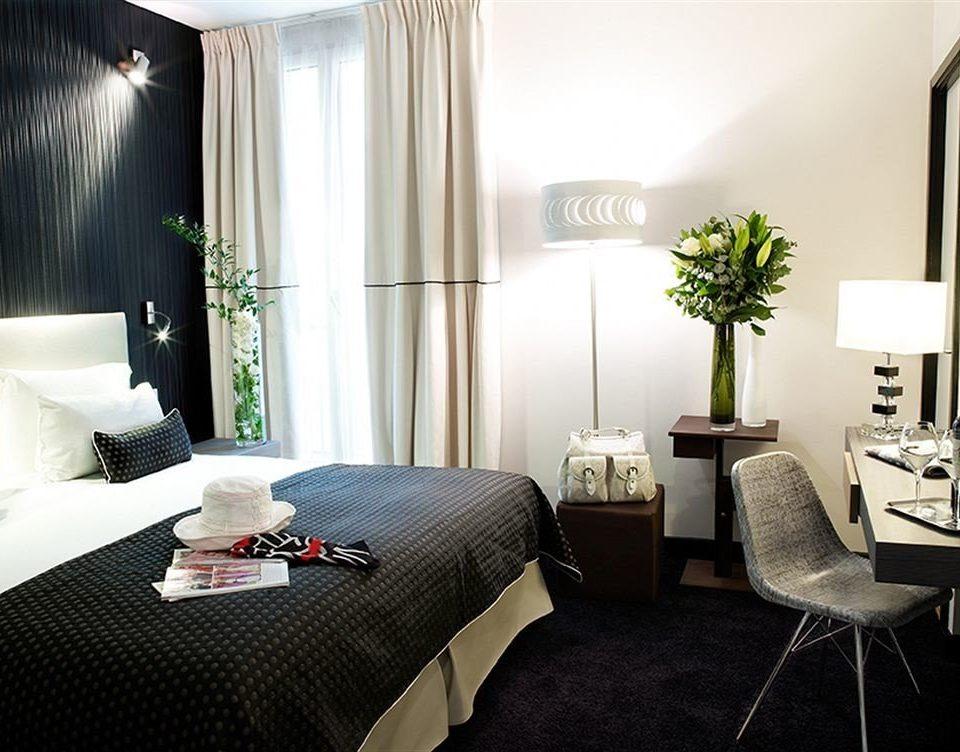 property Suite living room Bedroom home cottage condominium