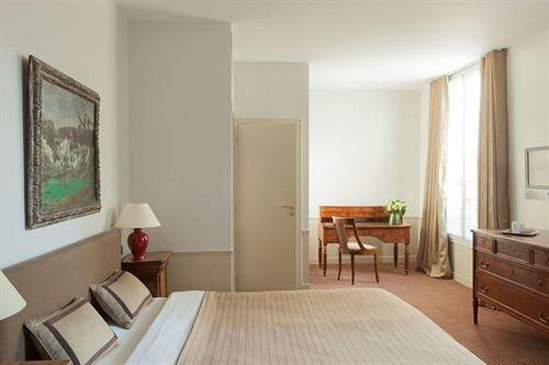 property Bedroom hardwood home living room cottage Suite condominium