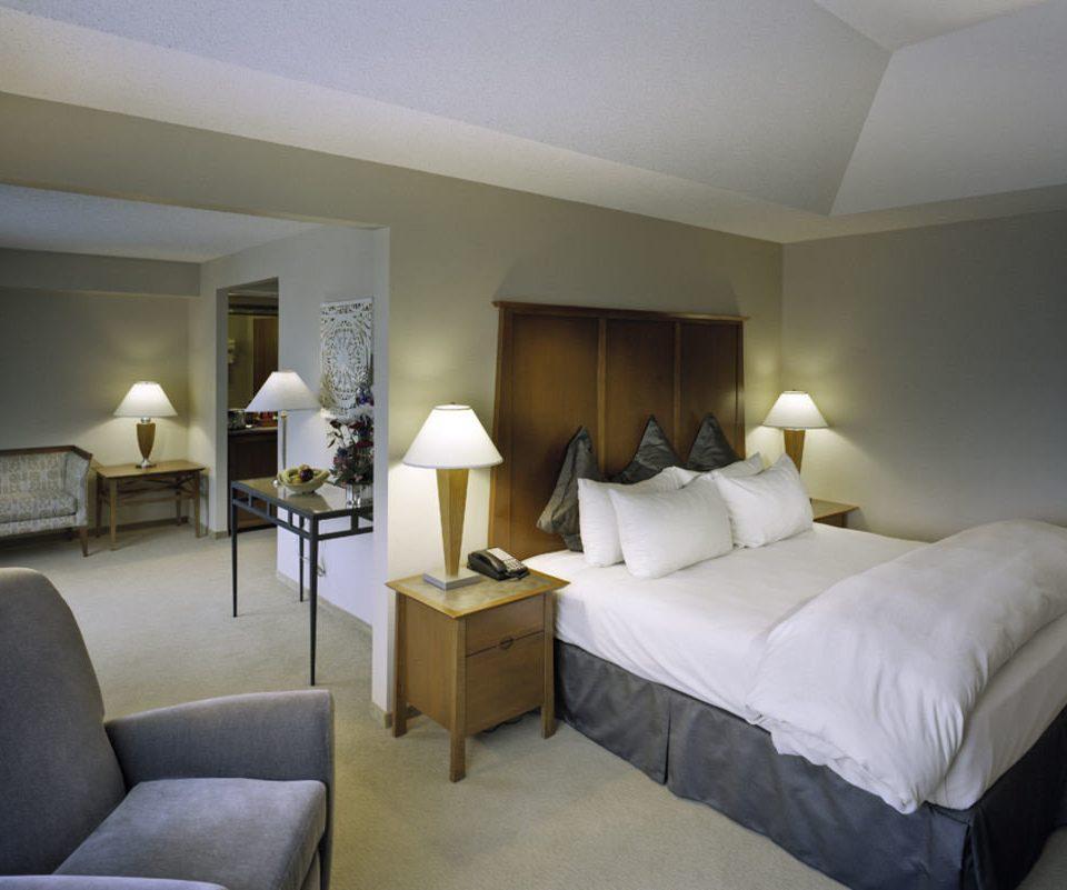 Bedroom property Suite cottage living room condominium lamp
