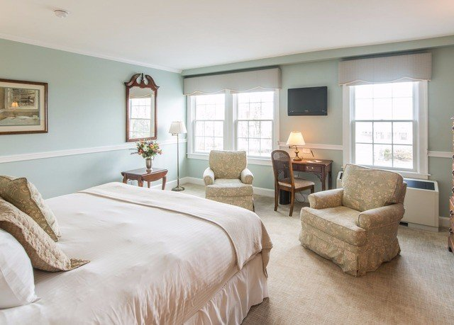 Bedroom property living room home hardwood cottage condominium Suite
