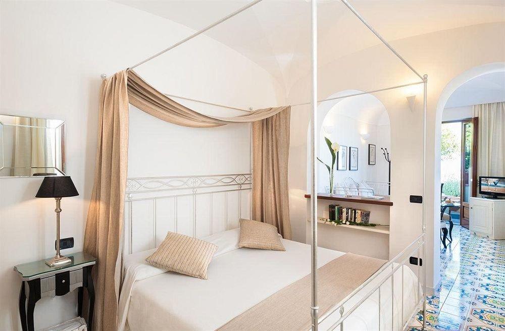 property Suite Bedroom home condominium cottage living room