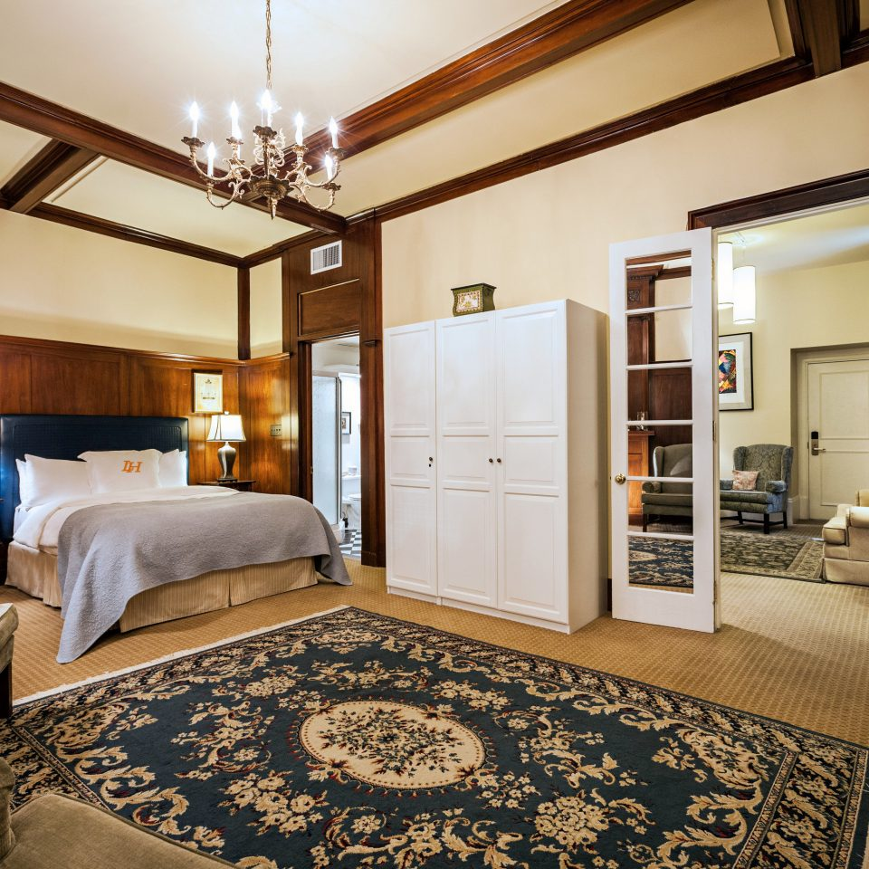 property home living room Bedroom Suite hardwood cottage mansion condominium farmhouse