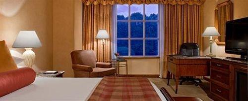 property Suite cottage living room condominium rug Bedroom