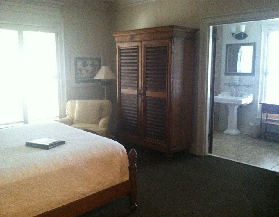 property Bedroom cottage home Suite condominium