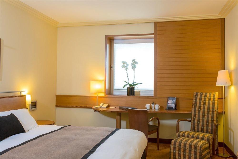 property Bedroom Suite cottage condominium living room