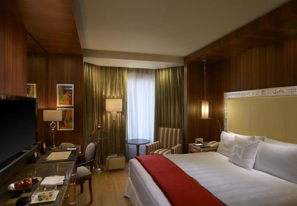 sofa property Suite condominium cottage Bedroom