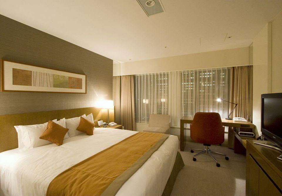 Bedroom property Suite condominium cottage flat lamp