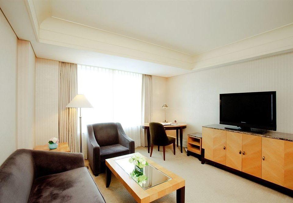 sofa property Suite cottage living room condominium flat Bedroom