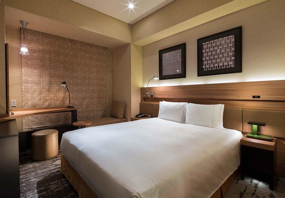 Bedroom property Suite cottage condominium lamp