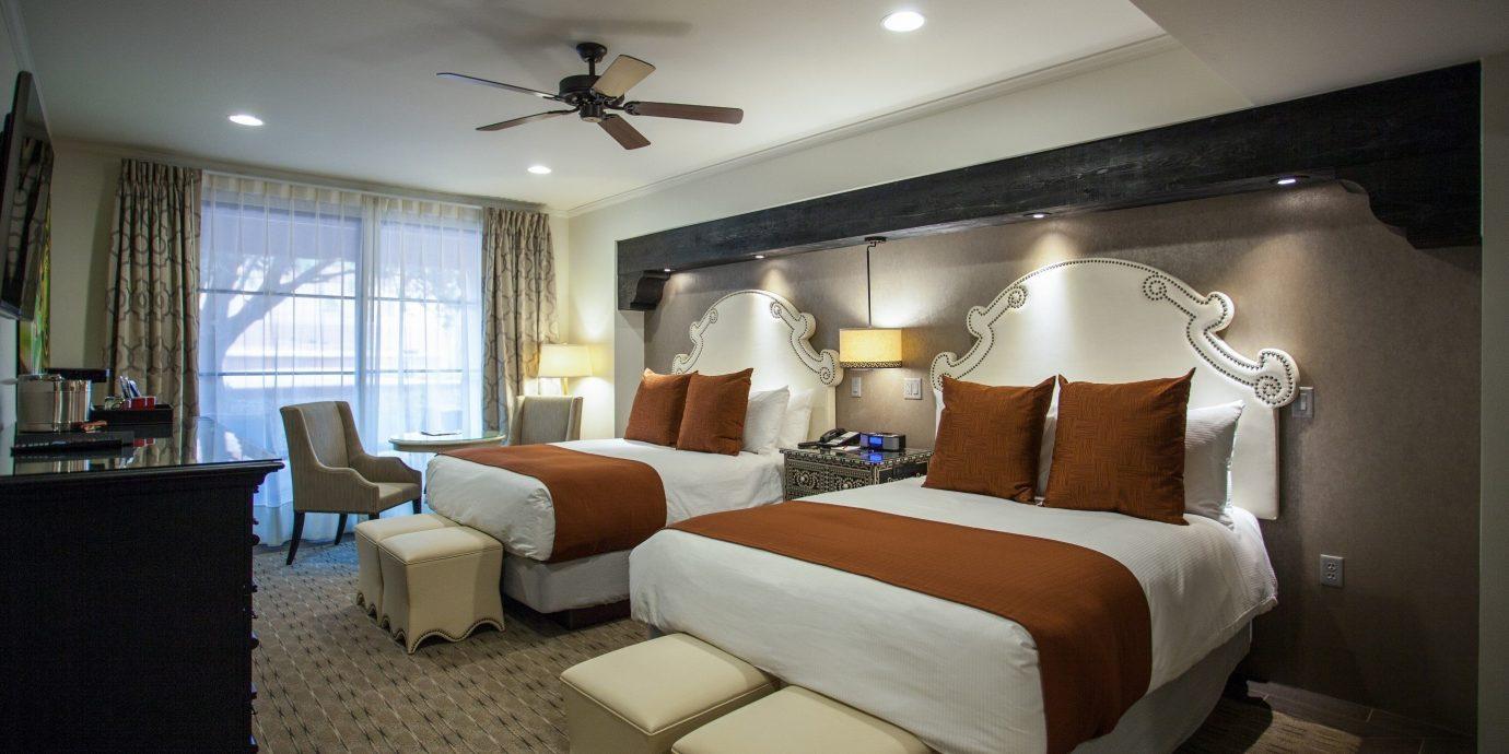 property Bedroom living room Suite cottage condominium