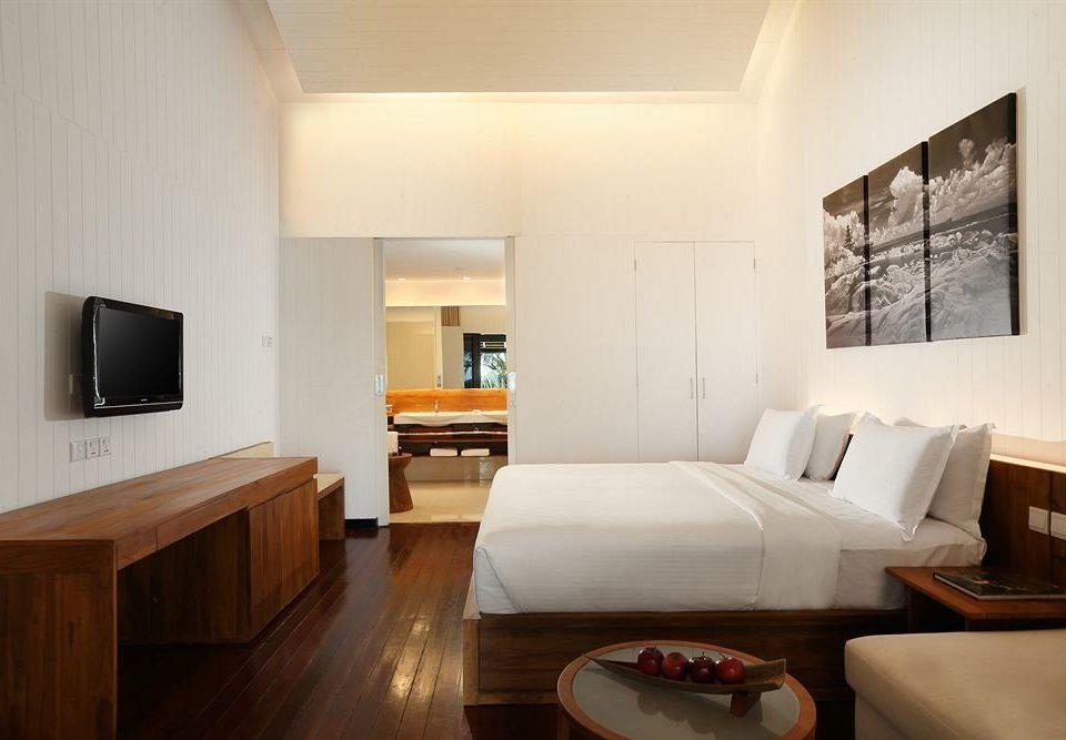 sofa property Suite living room home hardwood cottage Bedroom condominium flat