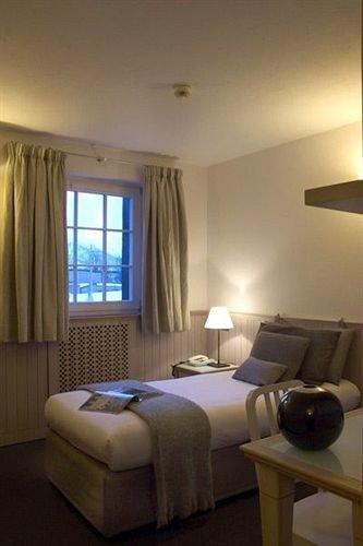 property Suite condominium Bedroom cottage living room