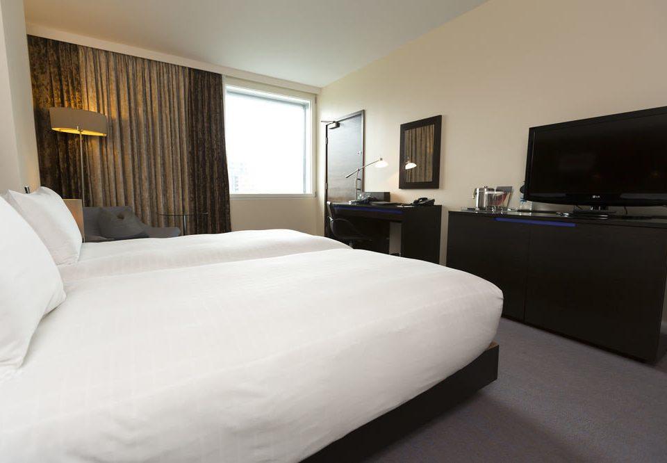 Bedroom property Suite white pillow cottage condominium flat