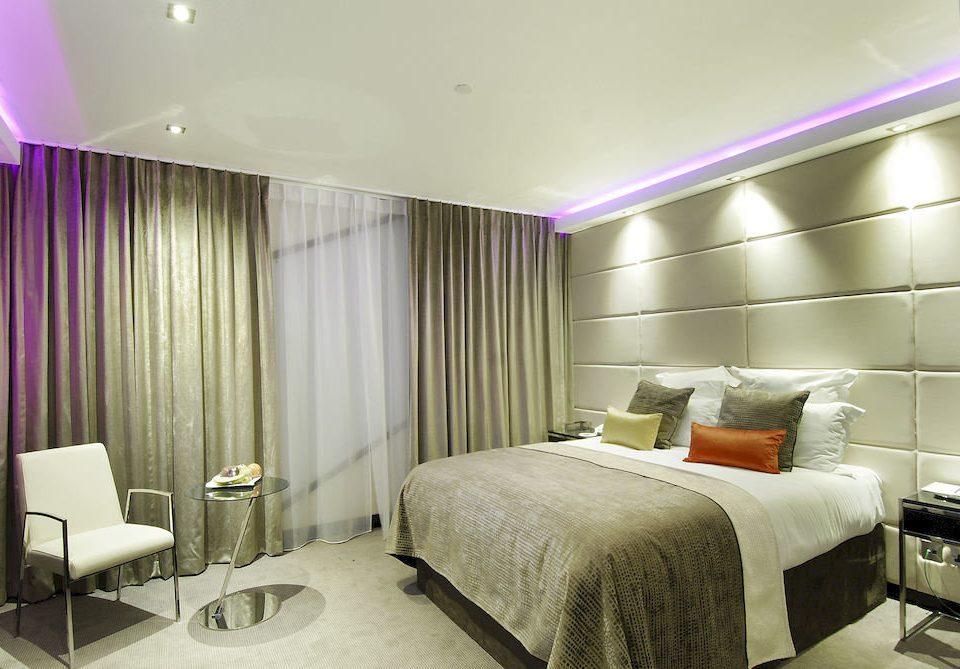 Bedroom property Suite condominium curtain