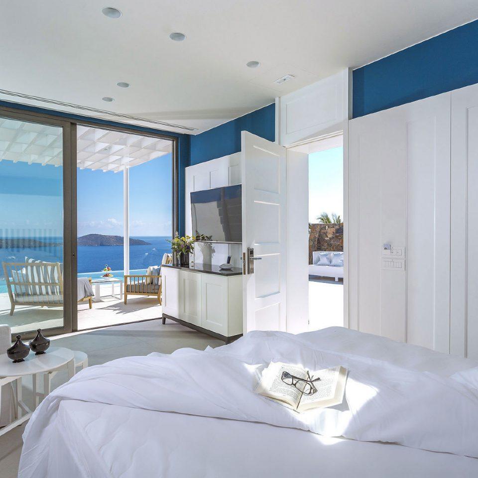property Bedroom white scene Suite condominium daylighting