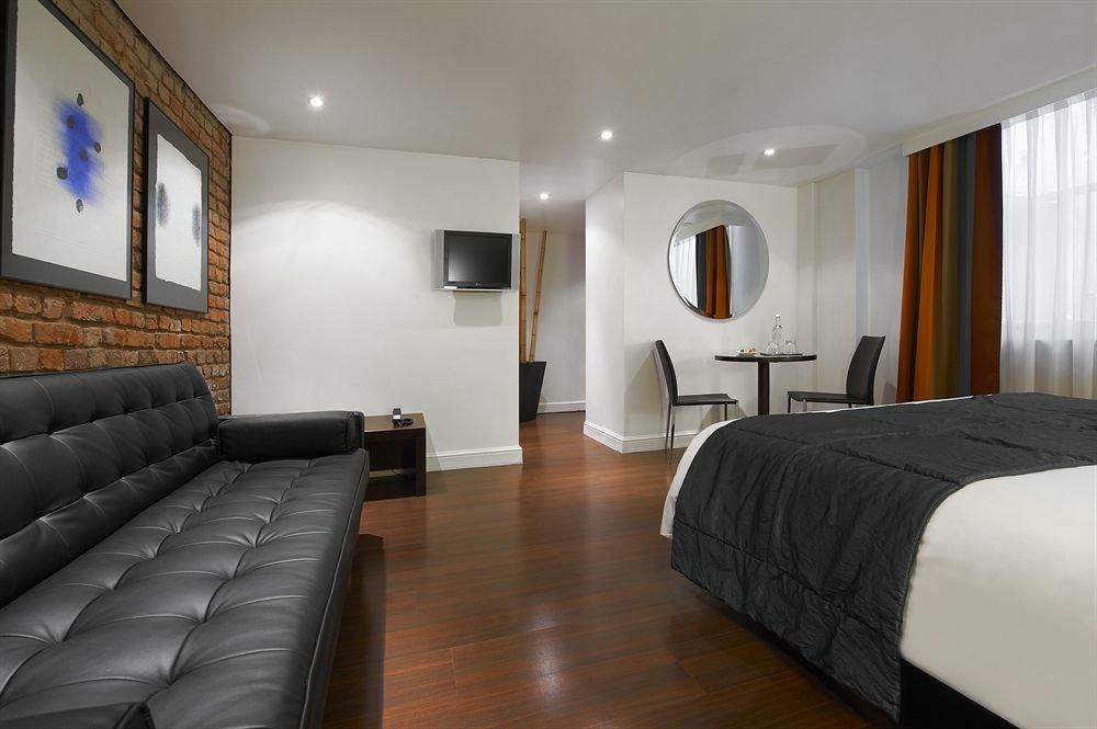 sofa property Suite condominium Bedroom flat