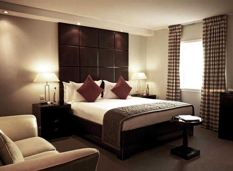 property Bedroom Suite living room condominium lamp flat